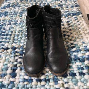 sutro Shoes - Sutro genuine leather boots!
